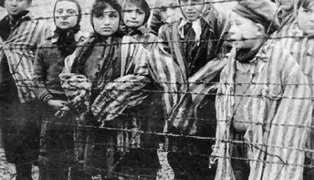 Facebook obligat sa elimine grupurile care neaga Holocaustul