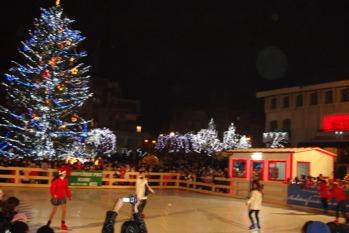 Patinoar unic in Arges si spectacol de lumini la Mioveni
