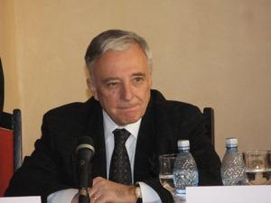 Isarescu: Daca nu avem grija la adoptarea monedei euro, nu vom controla rata somajului