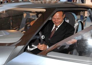 Basescu isi ia maine Dusterul de la Dacia