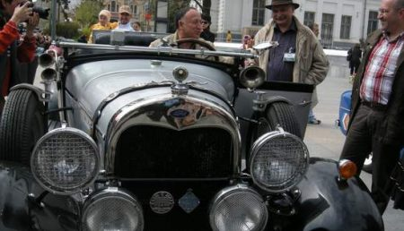 Pendiuc, la volanul unei masini de epoca din filmele lui Sergiu Nicolaescu! Video