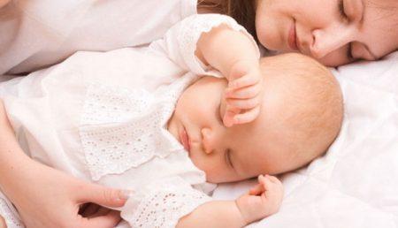 VIDEO Întrebare: Pot să mă vaccinez dacă am născut recent și alăptez?