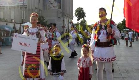 """ÎNCEPE FESTIVALUL """"CARPAȚI""""! SUPER PARADĂ ÎN CENTRUL PITEȘTIULUI"""