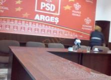 DE RÂSUL CURCILOR: ÎN SEDIUL PSD ARGEȘ PLOUĂ