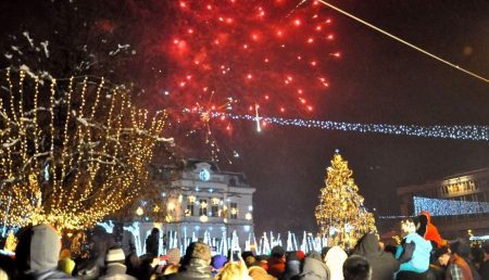 MII DE PITEȘTENI, AȘTEPTAȚI ÎN PIAȚA PRIMĂRIEI LA REVELION 2019