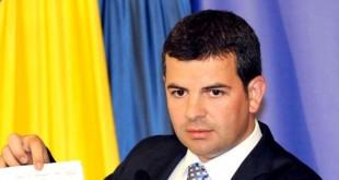 DANIEL CONSTANTIN MĂTURĂ PE JOS CU MINISTRUL AGRICULTURII