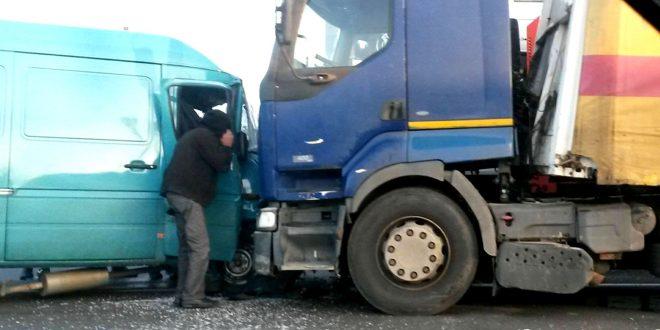 accident-bascov-foto-facebook-info-trafic-pitesti