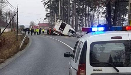 BASCOV: ACCIDENT. TIR RĂSTURNAT