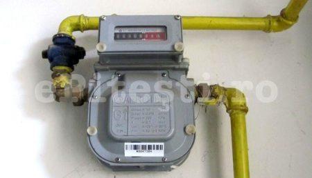 Consumatorii vor primi bani dacă furnizorii de energie electrică și gaze citesc contoarele cu întârziere