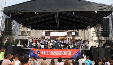 ANDREEA BĂNICĂ, SHOW DE ZILE MARI ÎN MIOVENI
