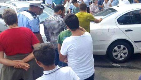 """MAMĂ REVOLTATĂ ÎN GĂVANA: """"COPIII NOȘTRI SUNT TERORIZAȚI!"""""""