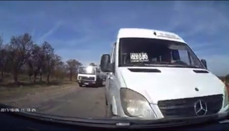 (VIDEO) IMPACT FRONTAL. ACCIDENT CU VICTIME