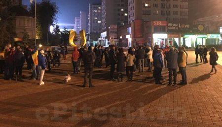 """(VIDEO) PROTEST ÎN PITEȘTI: """"PSD, CIUMA ROȘIE!"""""""