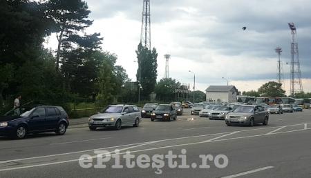 """UPDATE – ȘOFERII DIN PITEȘTI PROTESTEAZĂ: """"ROMÂNIA, TREZEȘTE-TE!"""""""