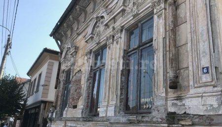 (GALERIE FOTO) SCANDALOS: CASA PRIMARULUI, MONUMENT AL DEGRADĂRII