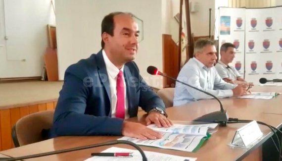 """VICELE APOSTOLICEANU: """"CRED CĂ AM SALARIU CÂT ARE O FEMEIE DE SERVICIU ÎN AFARĂ!"""""""