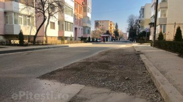 (VIDEO) STRADĂ DIN GĂVANA, DISTRUSĂ! REPARAȚIILE… CÂND O FI CALD AFARĂ