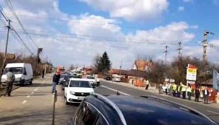 """(VIDEO) """"ȘΔ ARGEȘUL VREA AUTOSTRĂZI! PROTEST ZGOMOTOS ACUM"""