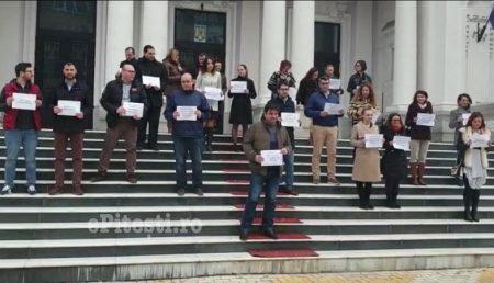"""UPDATE: MAGISTRAȚI DIN ARGEȘ, SPĂRGĂTORI DE """"GREVĂ"""": OPRIȚI-L PE DĂNILEȚ!"""