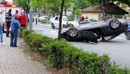 UPDATE: ACCIDENT ÎN NORD, MAȘINĂ RĂSTURNATĂ