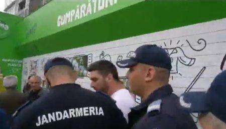 PROTESTATARII RIDICAȚI DE JANDARMI ÎN TOPOLOVENI FAC PLÂNGERI PENALE