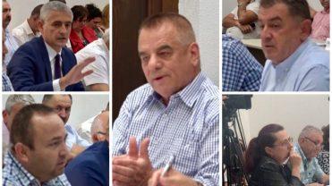 """(VIDEO) PRIMĂRIA PITEȘTI, EXECUTATĂ LA FOC AUTOMAT. CONSILIERII """"TREMURĂ"""" ȘI CER EXPLICAȚII"""