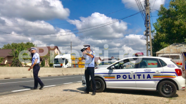 """(VIDEO) POLIȚIA RUTIERĂ, LA """"VÂNĂTOARE"""" DE VITEZOMANI. AMENZI PE BANDĂ RULANTĂ"""