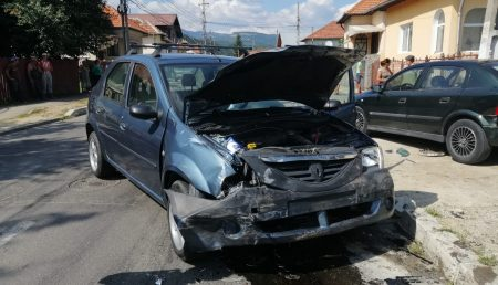 UPDATE: ACCIDENT, IMPACT ÎNTRE DOUĂ MAȘINI