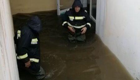 Ploaia torențială a provocat inundații în Argeș