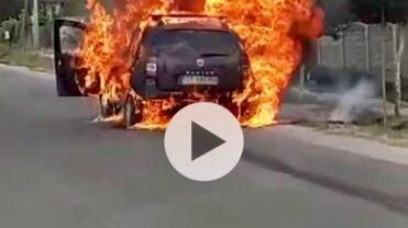UPDATE/VIDEO: MAȘINĂ ÎN FLĂCĂRI, ÎN HÂRSEȘTI