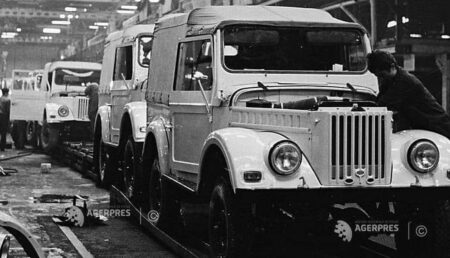"""Imagine de arhivă cu """"Jeep-ul"""" românesc, produs în Argeş"""