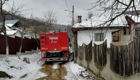 UPDATE: Incendiu în Mălureni. A încercat să-și salveze casa și a rămas desfigurată