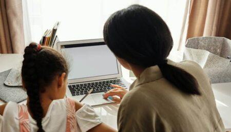 Verificări la şcolile din Argeş. Se ia în calcul desfăşurarea orelor de curs în online
