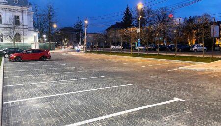 Parcarea de lângă Teatrul Davila s-a redat în folosință