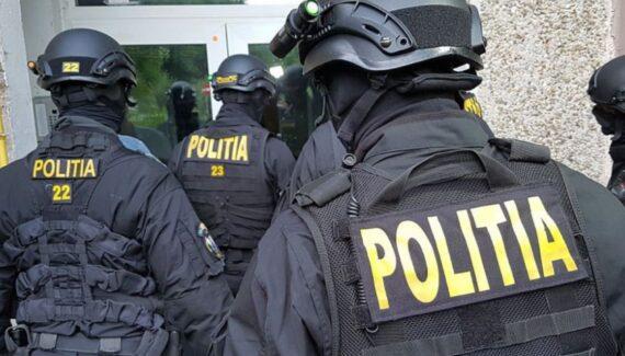 """Percheziții în Argeș: """"Fabrică"""" de permise false, destructurată de polițiști"""