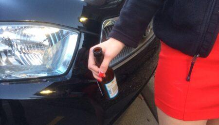 Beată fiind, o tânără din Piteşti a intrat cu maşina într-un magazin