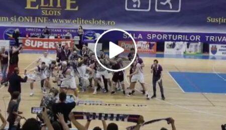 Video: Baschetbaliştii piteşteni au obţinut bronzul în Ligă. Atmosferă senzaţională după meci