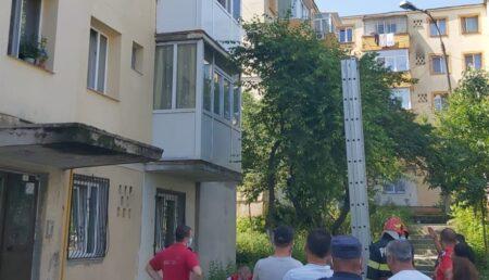 Video – Un copil și-a încuiat mama pe balcon