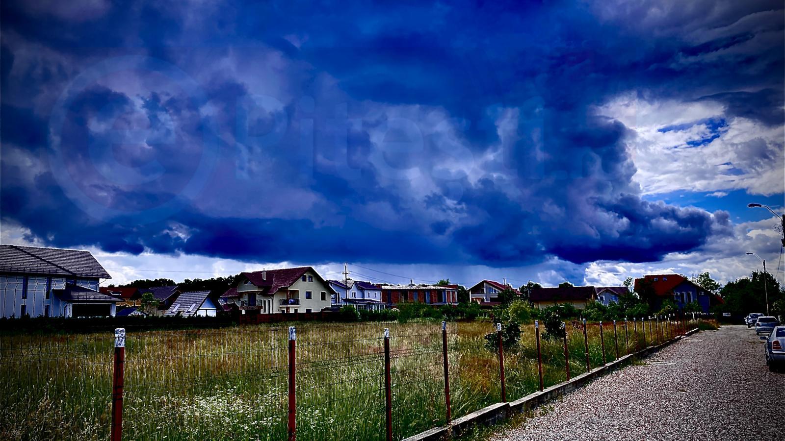 Meteorologii au emis cod portocaliu: Vijelii, grindină și ploi puternice în următoarele ore