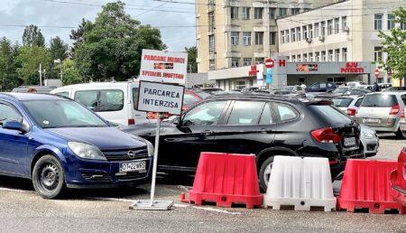 Faceți parcări supraterane la Spitalele Județean și de Pediatrie