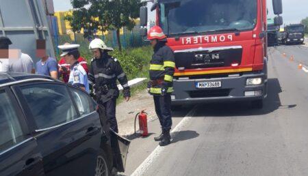 Trafic dat peste cap la intrarea în Piteşti, după un accident. Trei persoane au ajuns la spital