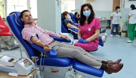 Ionuţ Olariu donează sânge de peste 10 ani. A mers la Centru şi astăzi, de Ziua Mondială a Donatorului