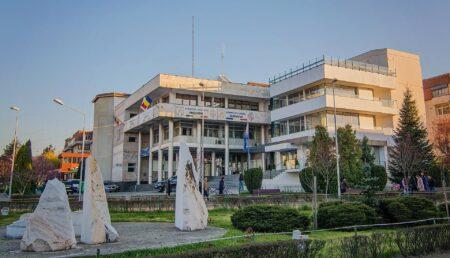 Primăria Mioveni a acordat peste 1000 de burse elevilor din oraș