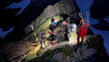 Acțiune de salvare în munți. Trei turiști preluaţi de Salvamont Argeş