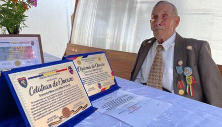 Veteran de război din Mioveni, aniversat la 100 de ani
