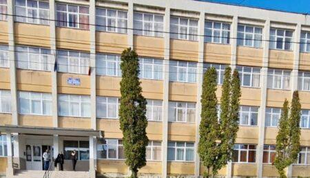 Peste 200 de candidaţi la examenul de definitivat, aşteptaţi la Colegiul Odobescu din Piteşti