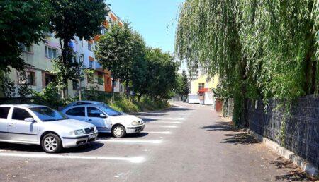 Parcare proaspăt asfaltată în cartierul Craiovei