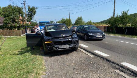 Video: Accident pe DN 7, Pitești – Râmnicu Vâlcea. Un Porsche Cayenne implicat