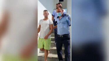 Video – Bărbatul din Vaslui, care a incendiat o mașină în Argeș, a ajuns după gratii
