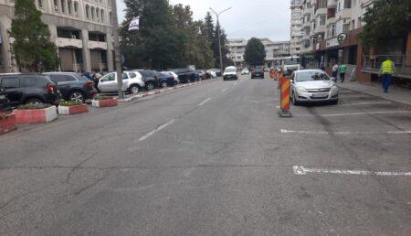 Lucrări de asfaltare pe o stradă din Pitești